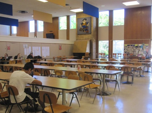 Very few students remaining in the cafeteria on a Friday afternoon. (Photo: Capa Lo | The Prospector)