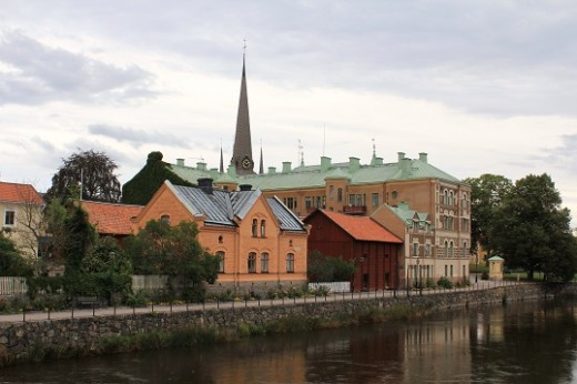 A view of Arboga featuring the spire of the Holy Trinity Church towering over Kungsgården, an estate once belonging to Gustav Vasa (Photo courtesy of Jssfrk).